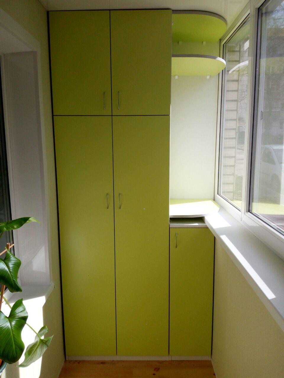 Отделка балкона ламинированными панелями ПВХ с мебелью